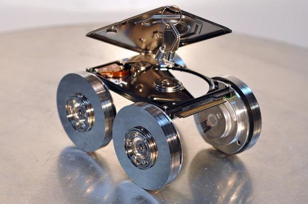 Recycled-Hard-Drive-Sculptures_2